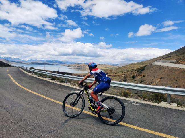 勇攀高峰,2020环羊卓雍措自行车公开赛第二赛段完赛